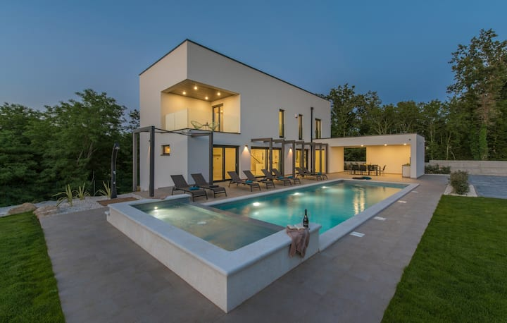Amazing Villa Green Light with pool near Poreč