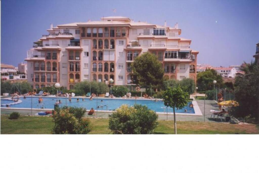 Appartement piscine torrevieja appartements louer for Piscine jardin valence