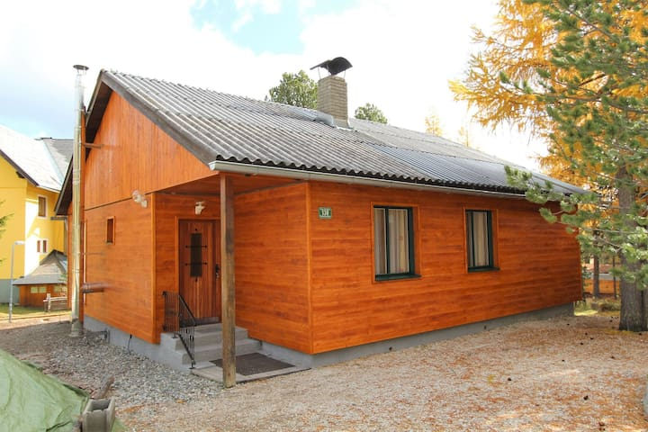 Beautiful detached holiday home near the lake and the slopes