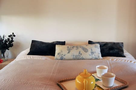 Calm oasis tucked conveniently in Oneroa village