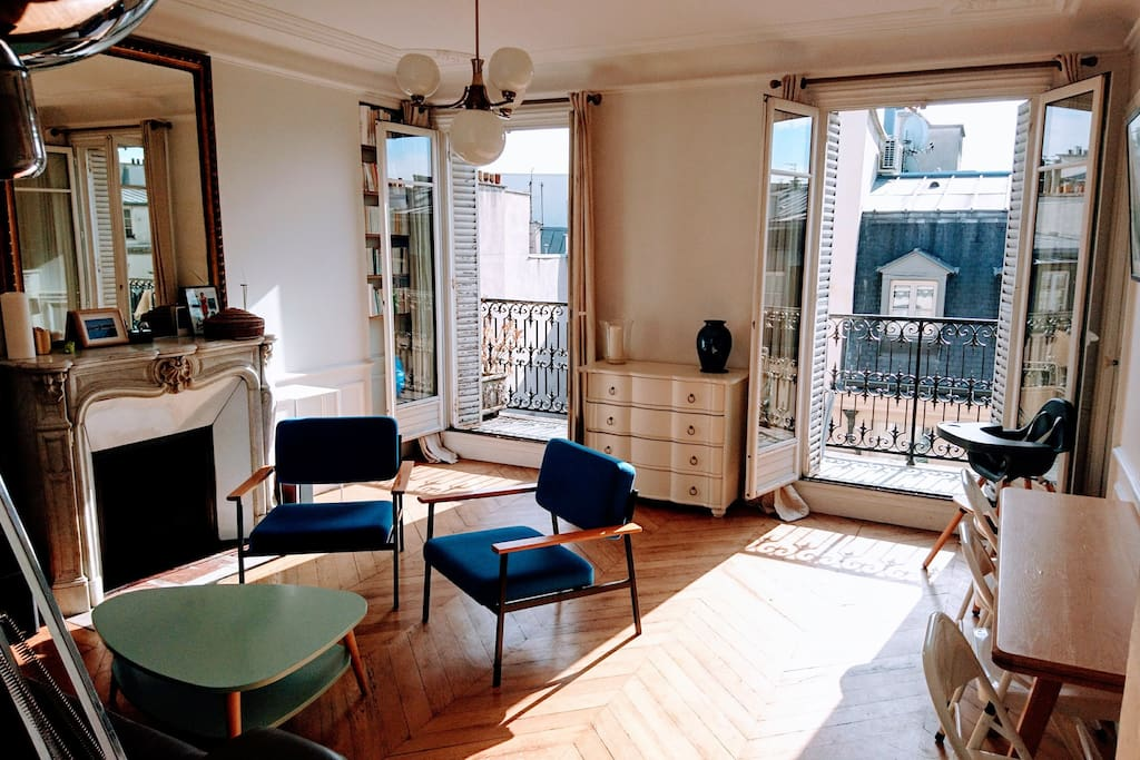 Point of view from the entrance of the living room/ dinning room. Outside, you can see the long balcony.  It is a est exposition: you have the direct sunlight between 6 am and 15 pm. After the direct sunlignth comes from the kitchen and the room, but the flat is always very luminous