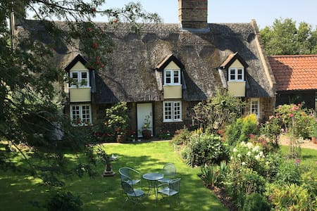 Delightful secluded 18th century thatched cottage