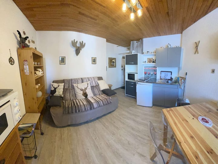 Super studio cabin ideally located on the point show slopes