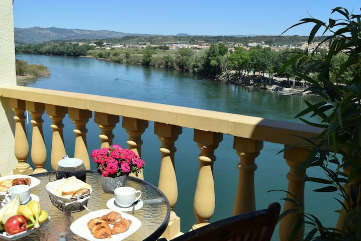 Riverside flat with stunning views - Móra d'Ebre - Byt