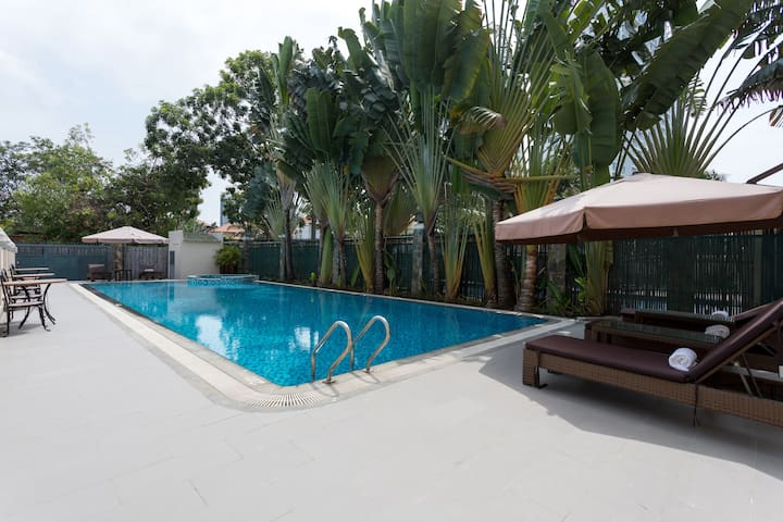 3 BR apt w pool, next to SGN River