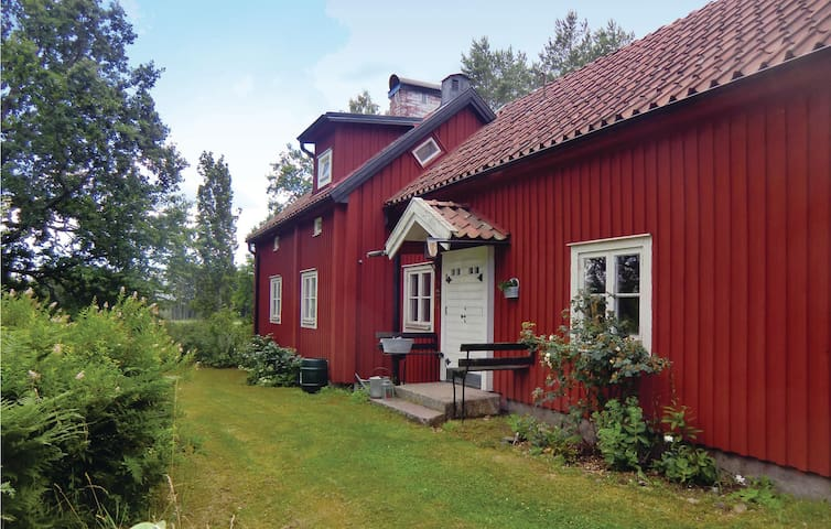 Holiday cottage with 4 bedrooms on 120 m² in Mönsterås