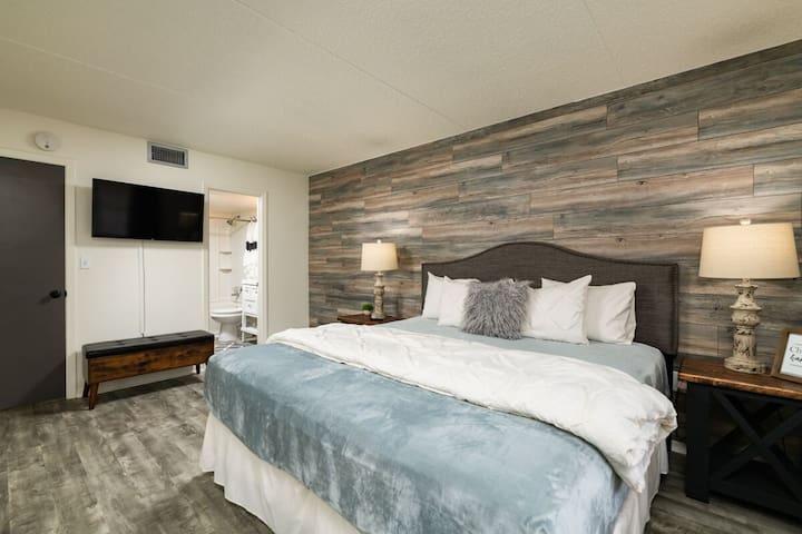 "Bedroom 1: Master King Bedroom! King Bed w/43"" Smart TV"