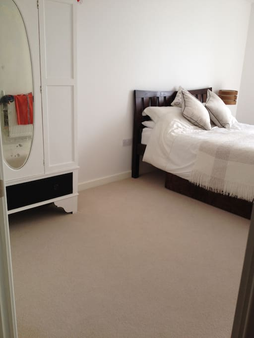 with wardrobe & comfy kingsize bed