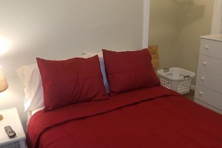 Maplewood Hideaway-Red Room