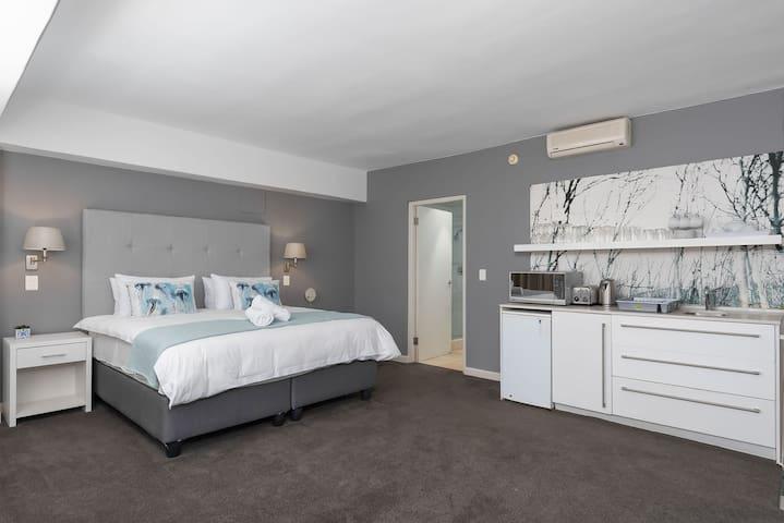 Bijoux 2.4 - Adderley Street Cape Town