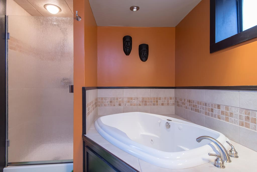 Jacuzzi Jetted Tub In Cozy Studio 420 Ok Guest Suites