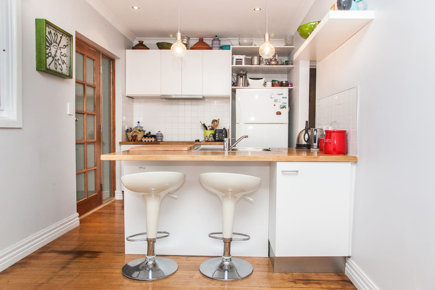 Fully equipped and newly renovated kitchen.