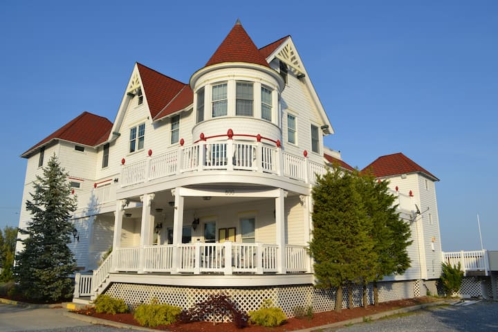 TAVERN ON THE BAY RESORT  - Somers Point - Bed & Breakfast
