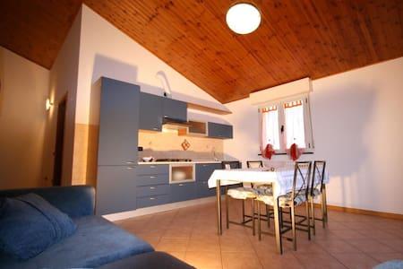 APPARTAMENTO A POCHI CHILOMETRI DA RICCIONE - Gemmano - Lägenhet