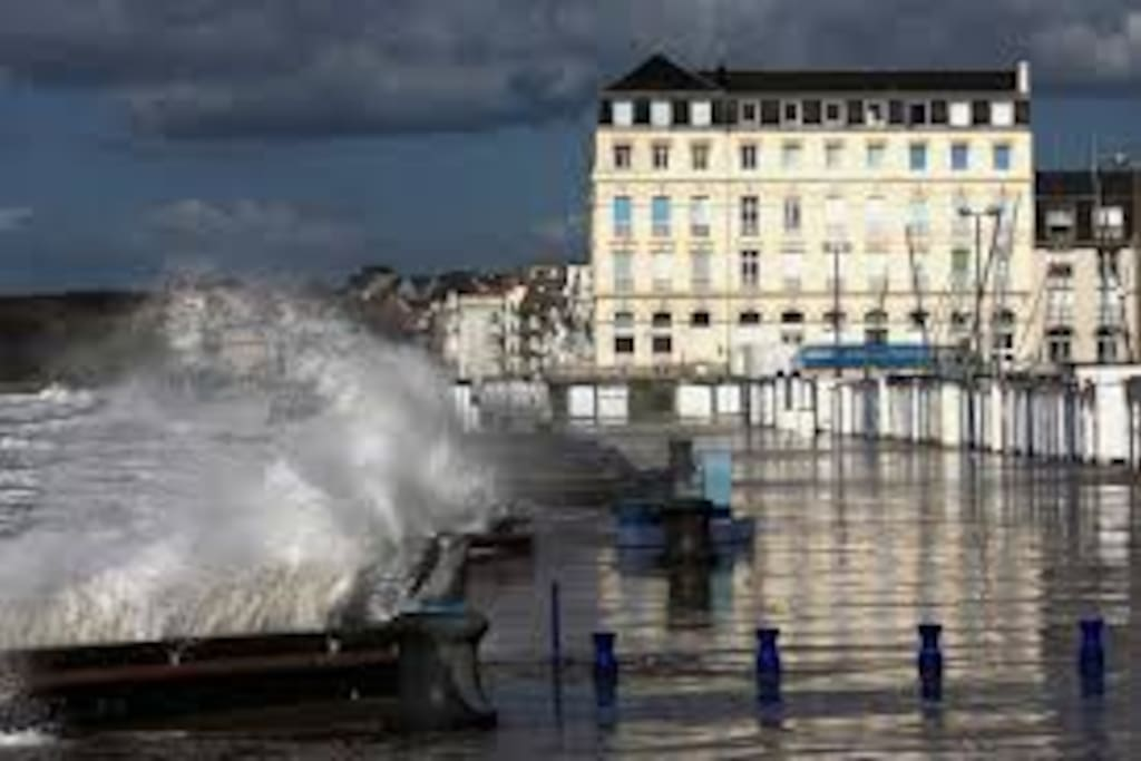 Wimereux stormy promenade, 5 minutes drive from Wimillehouse