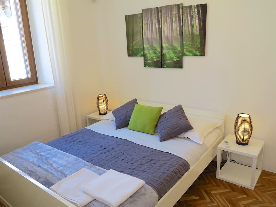 Private double room with shared bathroom with room 5 (max 4 people use)