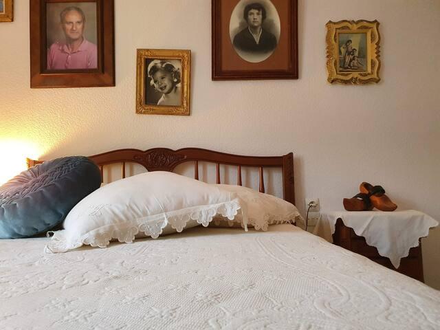 Une chambre romantique, chaleureuse, douillette