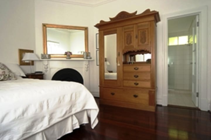 Durack House a home away from home - Mount Lawley PERTH - Bed & Breakfast