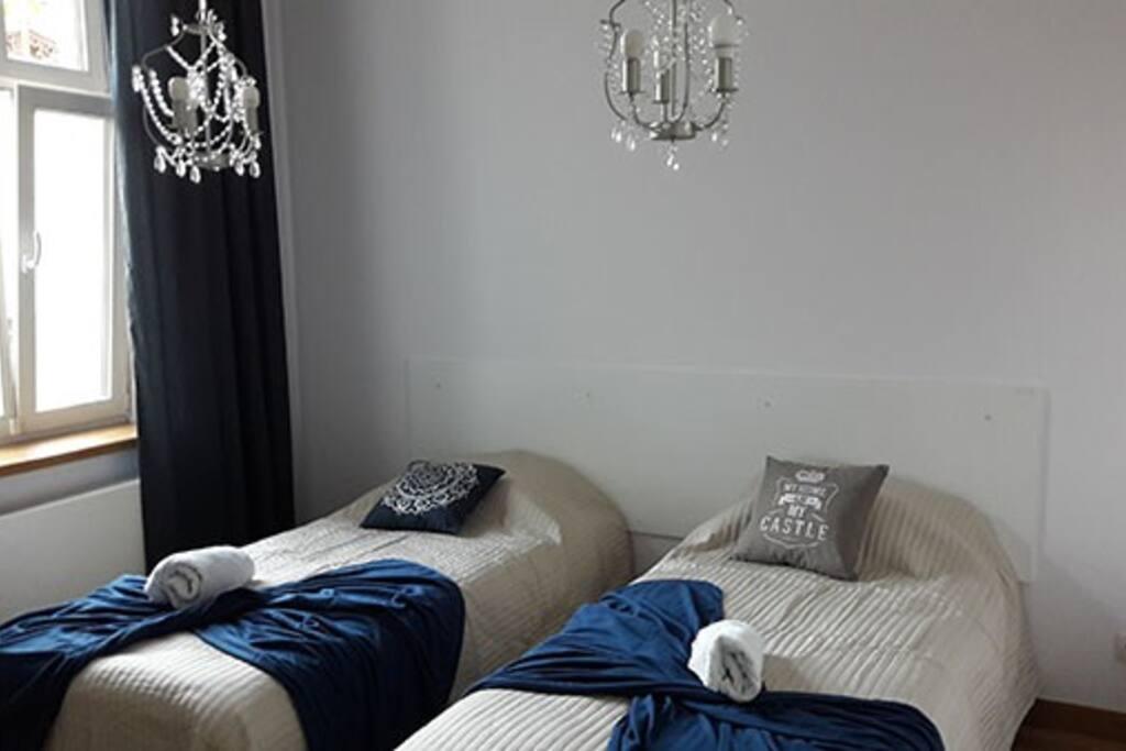 Sypialnia dwa podwójne łóżka