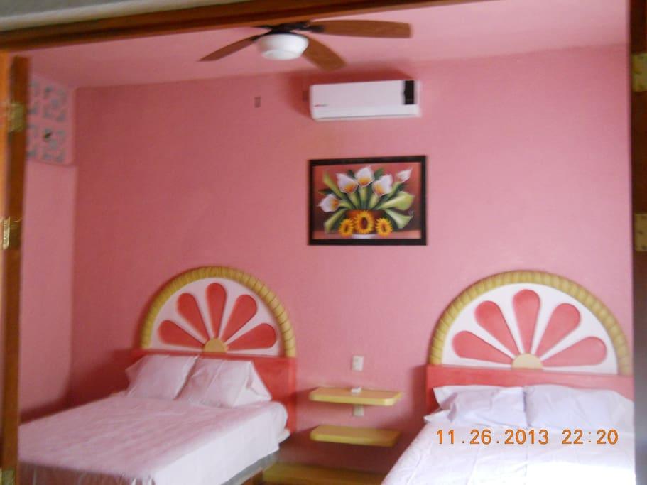 habitacion con dos camas,habitaciones king  y  habitaciones sencillas todas con aire acondicionado y television