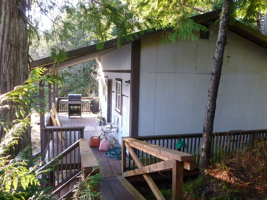 Cabin skiff rental cottages for rent in port for Airbnb cabins california