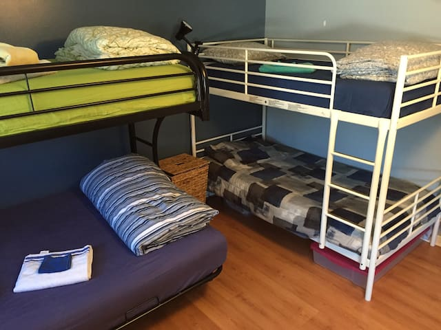 Shared Room Hostel Guelph 2 - Guelph - Hus
