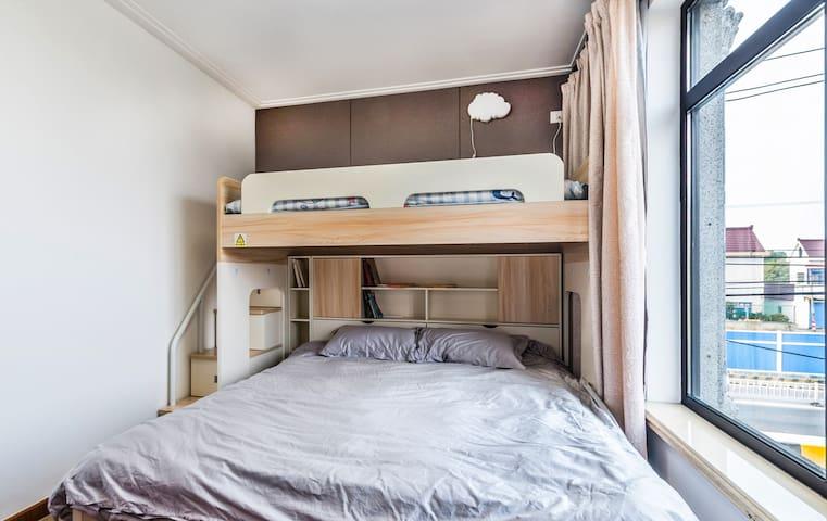 双床子母床,孩子独立空间