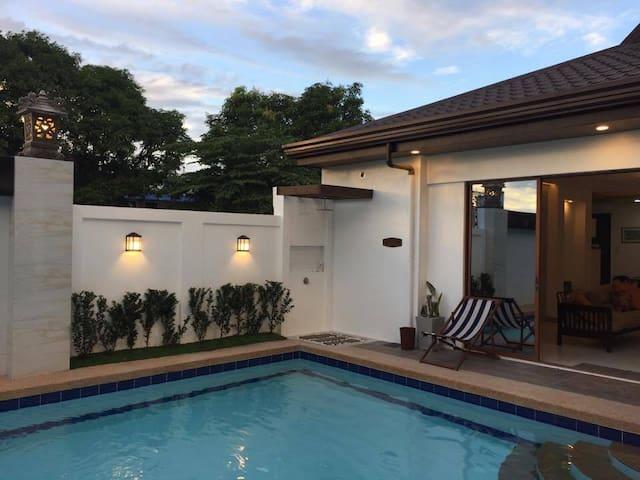 Jardin de Marina a private Balinese-inspired villa - Bocaue - Casa de campo