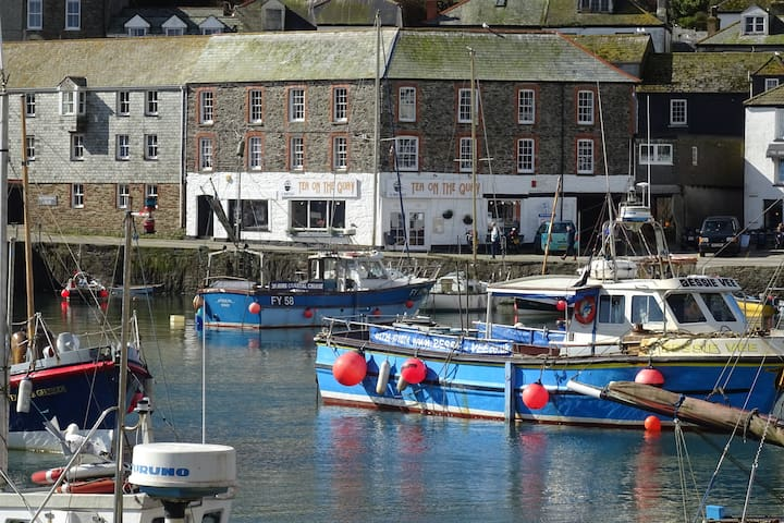 Mevagissey quayside, private parking and wifi
