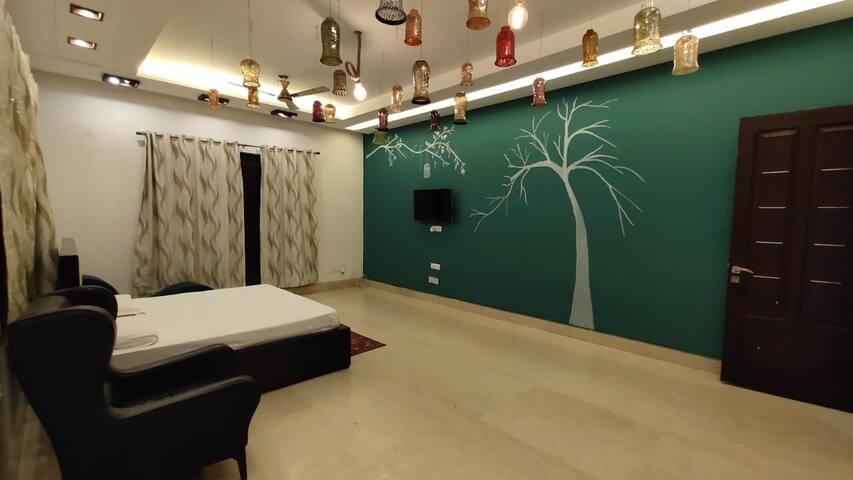 Manjira in FarmsbyIndrajeet-Room+private Jacuzzi