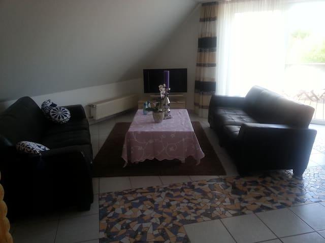 Großzügiges Zimmer mit Dachterasse - Neuss - Hus