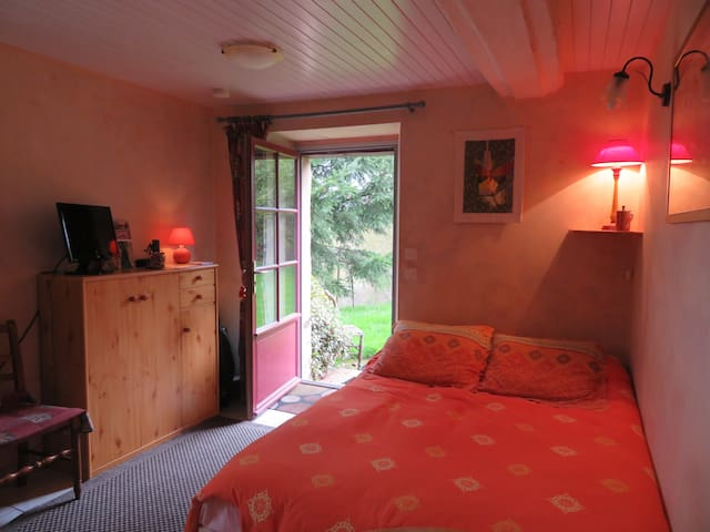 "Ecrin / Studio ""Chambre Orange"" - Sainte-Suzanne"