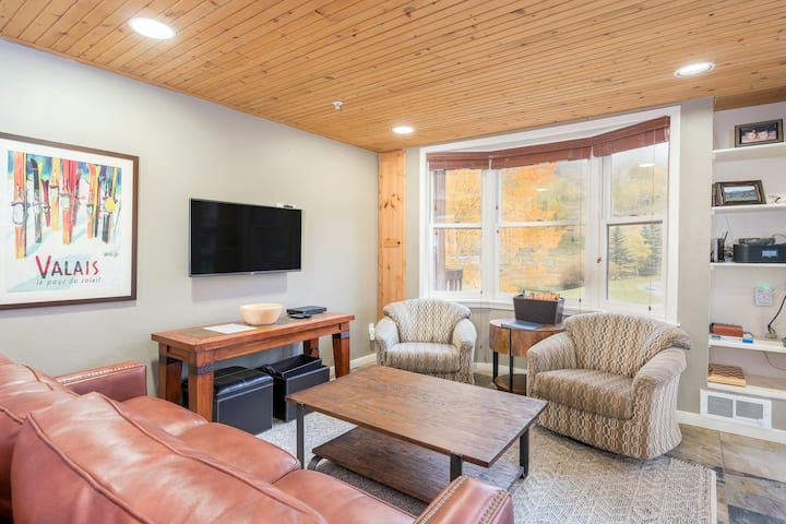 The Perfect Mountain Village Getaway in an Ideal Location with Ski-in Ski-out Access