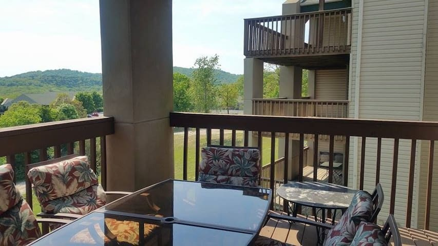 Walk-in Condo...next to Silver Dollar City!!