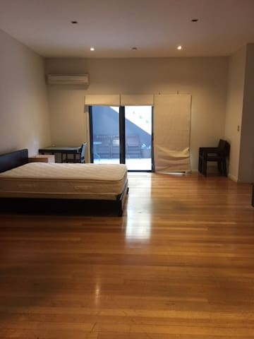 Self Contained Studio apartment - Lilyfield