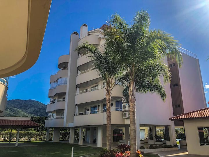 64- Apartamento duplex a 100 metros da praia