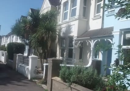 Double room in quaint town centre - Shoreham-by-Sea - Talo
