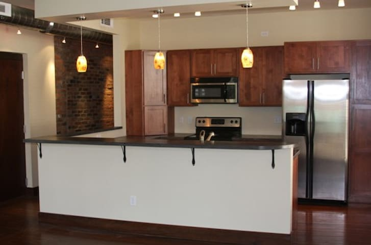 Downtown Loft Apartment - Paducah - Apartment