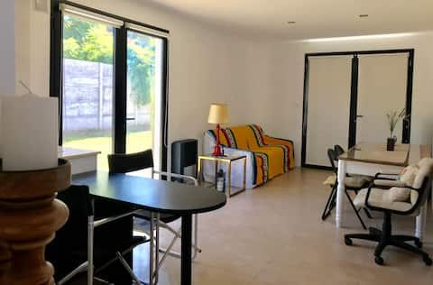 Moderna y Luminosa Casa Alba con cochera