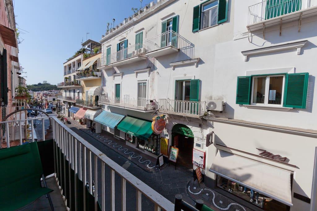 Corso Vittoria Colonna visto dal balcone.