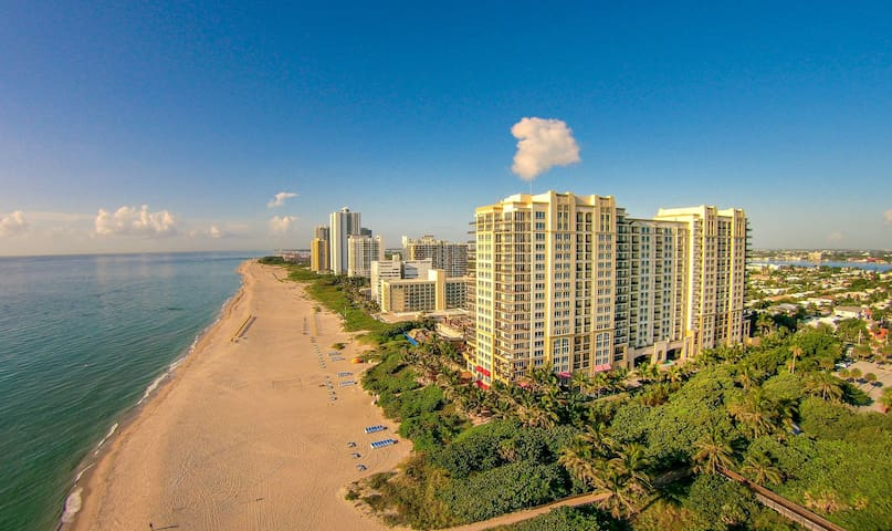 Enjoy Penthouse Ocean views in 1BR Condo on the Beach 2003