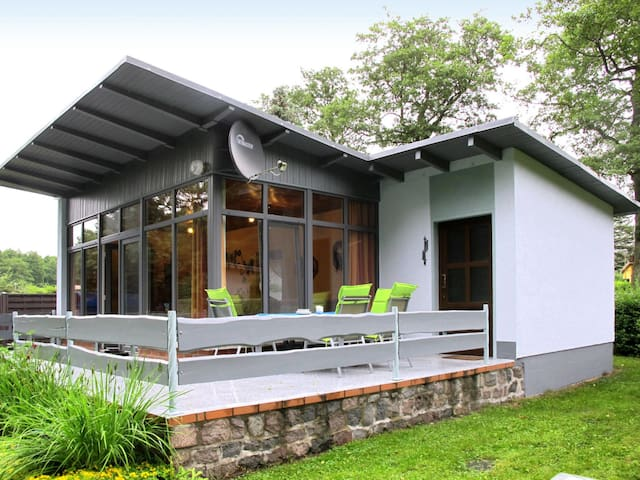 Holiday bungalow with terrace, peaceful location on the edge of the wood