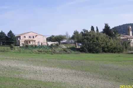 Wiejski dom z ogrodem i parkingiem. - Arcevia