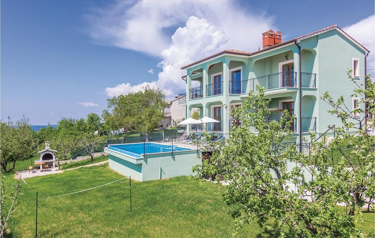Holiday cottage in Motovun with pool