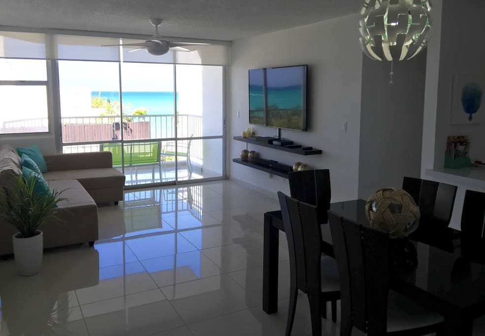 "Livingroom with beautiful beach view! 55"" TV, Cable, WiFi, Sofa-bed, private balcony"