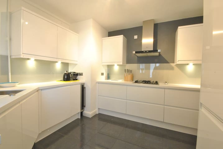 Double bedroom - Twickenham Lebanon Court - Twickenham - Apartment