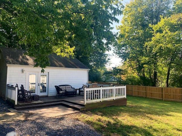 *Studio Apartment* Located by Hosptial & off I-24