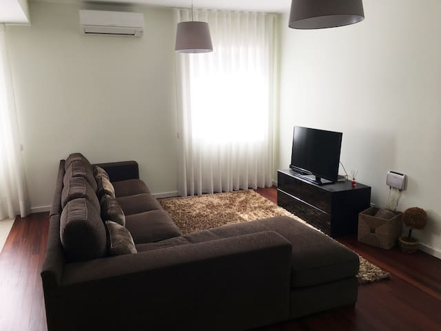 ABranca Duplex Apartment 2BR. Wifi*AC*CabTV - Braga - Apartment