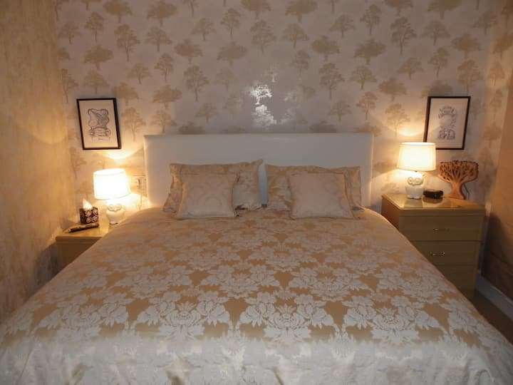 Bed & Breakfast Superking (Small Ensuite B/Rm)