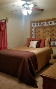 Clean and cozy room! - West Columbia
